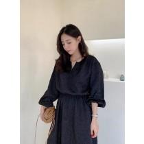 O201047-壓紋光澤感連身裙 (現貨)